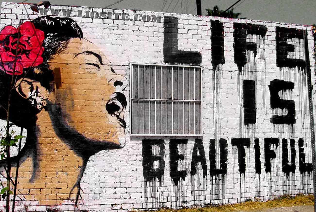 "Murales con ""Life is beautifull"""