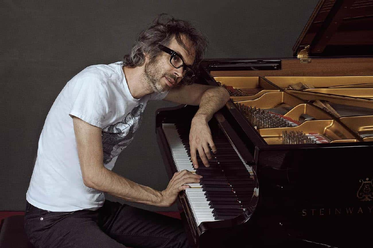 James Rhodes al piano
